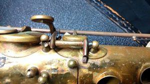 Saxofón de segunda mano con bastantes carencias. saxofon para principiantes